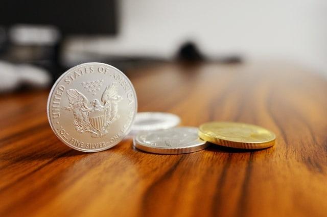 Monety na blacie
