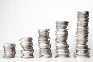 5 stosów monet